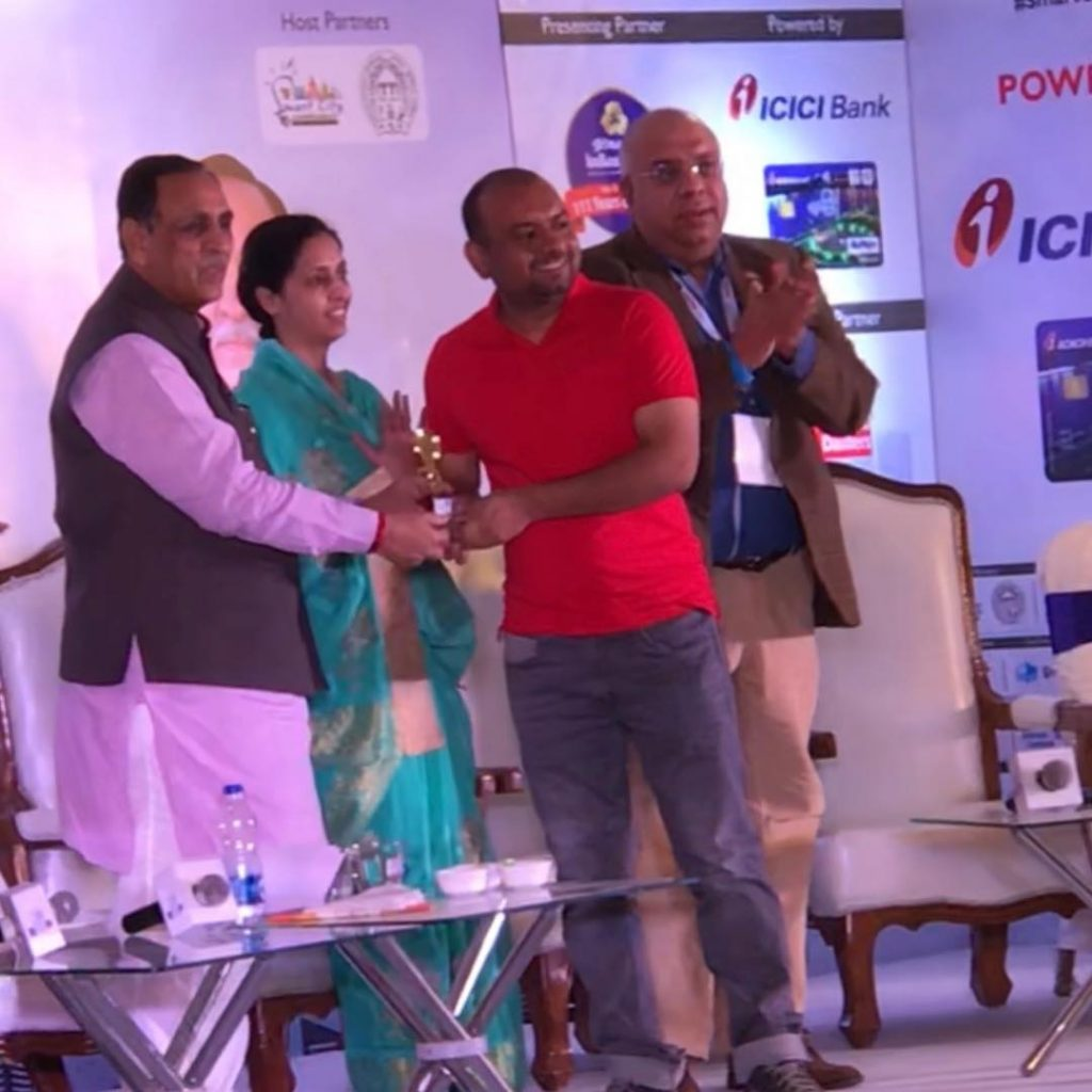 Gujarat Chief Minister presenting Trophy to Ketan Raval